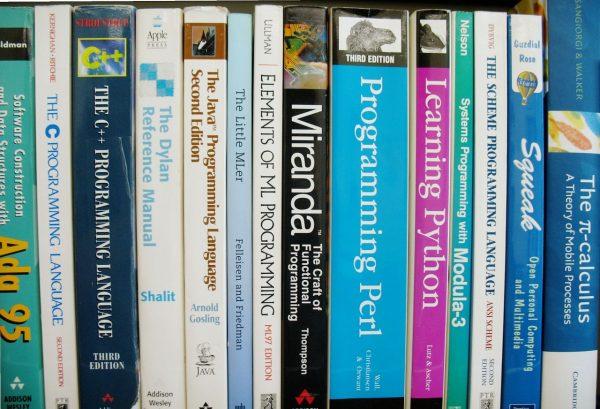 プログラミングスクールで学ぶ言語
